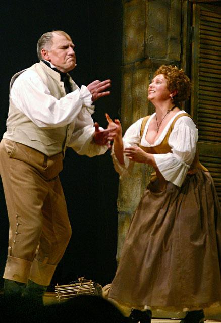 Валерий Баринов в роли Наполеона и Евгения Глушенко в роли Жозефины, на сцене Малого театра в спектакле Корсиканка . 2005 год