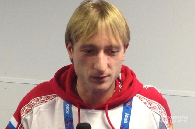 На вышедшем к журналистам Плющенко не было лица