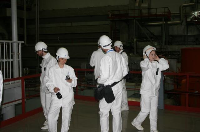 Без спецодежды вход в реакторный цех строго воспрещён.