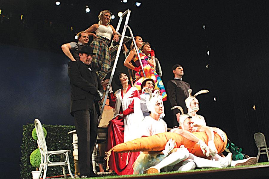 На фестивале театр представит новый спектакль «Как важно быть Эрнестом».