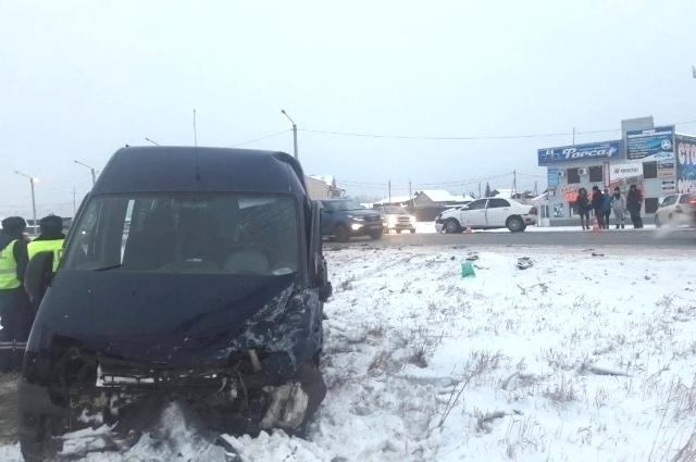Пять пассажиров маршрутки пострадали в ДТП.