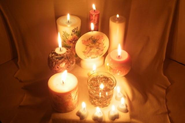 Для декупажа свечи нужно терпение, но результат превзойдет все ожидания.