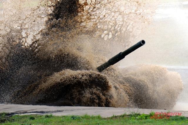 Чтобы танки «грязи не боялись», их нужно для начала заправить горючим и маслами. Чтобы бое- готовы были военнослужащие – их нужно вовремя покормить.