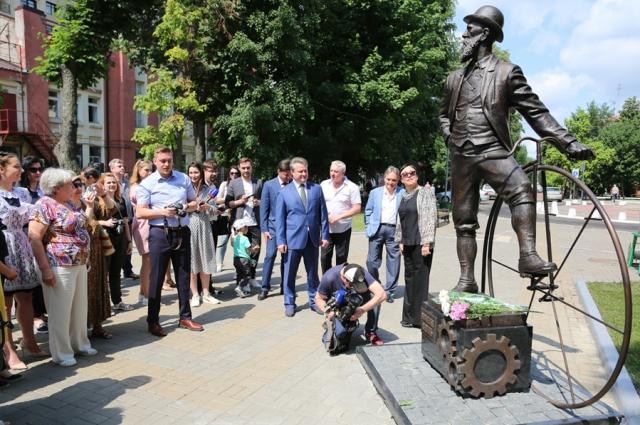 В 2019 году в Воронеже открыли памятник Столлю.