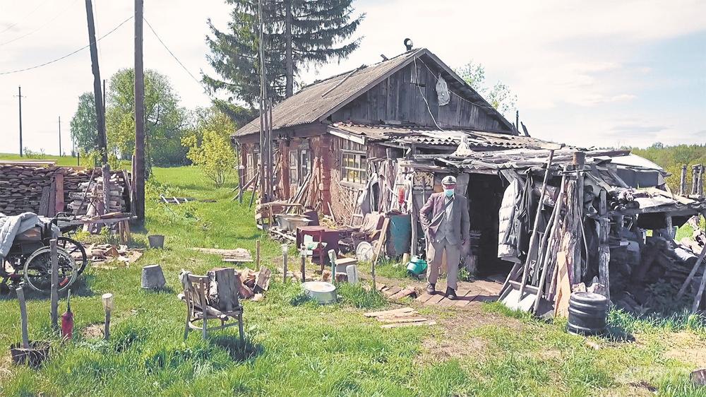 Брошенная изба в умирающей деревне стала местом жительства Рафката Абзалова на 13 лет.
