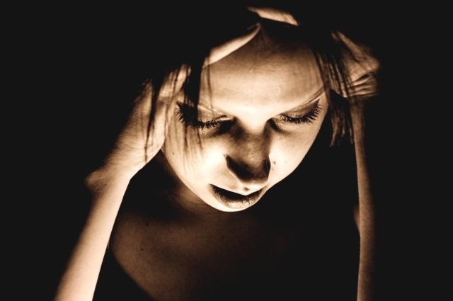 При головной боли нередко помогает сон.