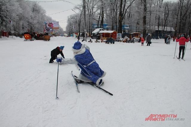 Деды Морозы будут соревноваться в ловкости.