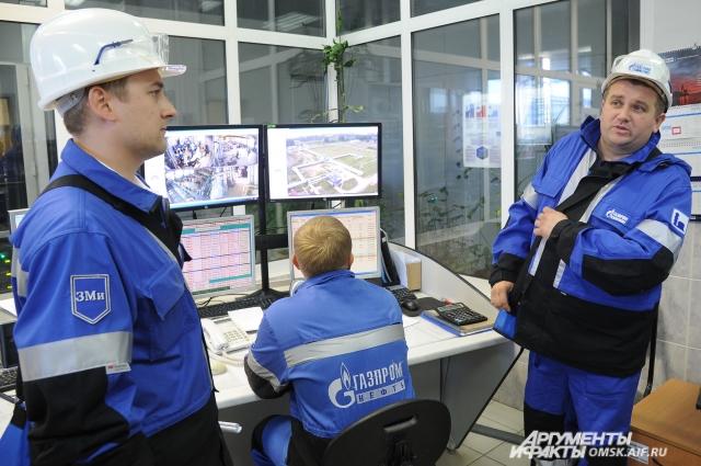 За безопасностью на производстве следит целая команда специалистов.