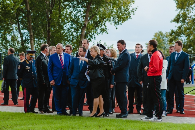 Высокие гости на открытии корпуса в Воткинске. Пресс-служба КОМО-ГРУПП.