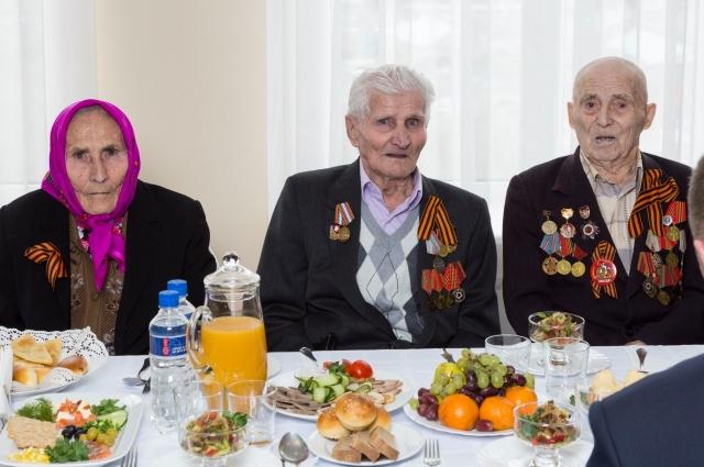 Екатерина Лобанова, Юрий Вахрушев, Семён Перевощиков.