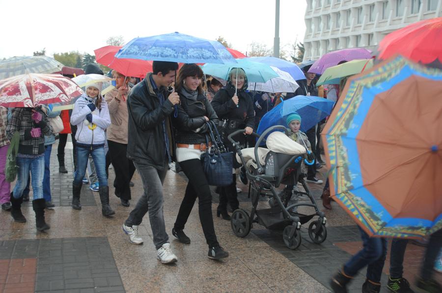 Климат преподносит массу сюрпризов, но даже возрастающая влажность не способна ввести наш народ в уныние.