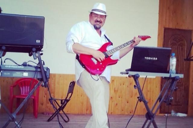 Гитара вошла в его жизнь навсегда.