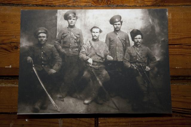 В справочнике есть имена казачьих офицеров.