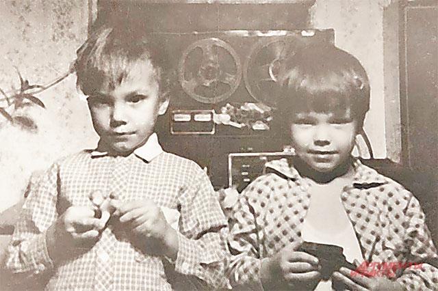 Братья Чадовы и их детство в обычной солнцевской хрущёвке. Фото из личного архива.