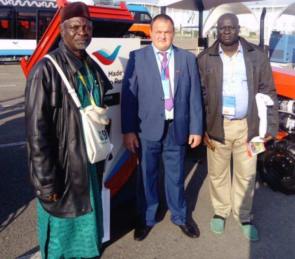 Южноуральские тракторы заинтересовали гостей из африканских стран.