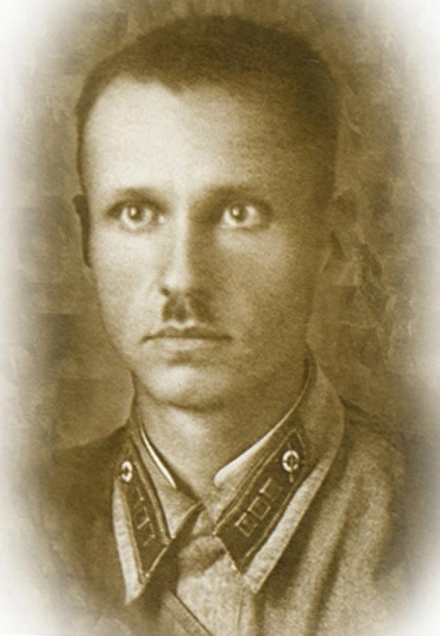 Старший лейтенант РККА С. М. Извеков.