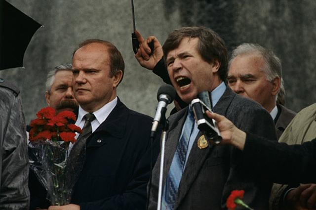 Митинг на Театральной площади у памятника Карлу Марксу. Выступает Виктор Анпилов. 1996 год
