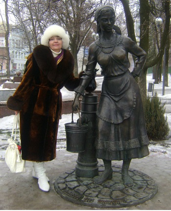 Женщина с ведром, памятник Водоканалу Ростова