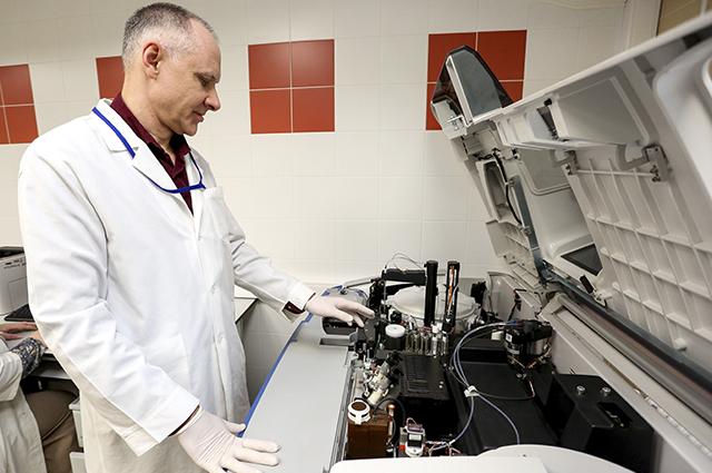 Прежде чем лечить, пациенту делают геномное сканирование.