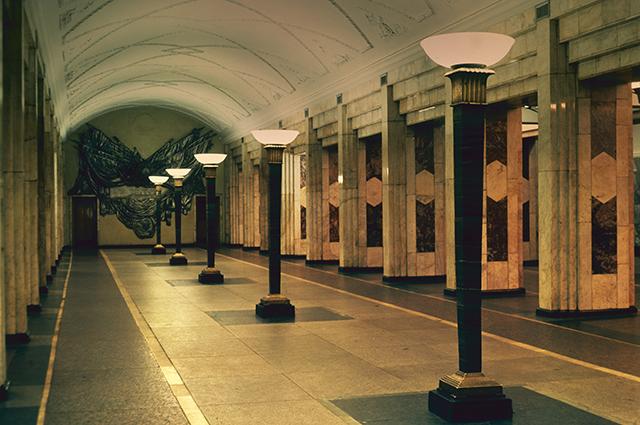Станция «Семеновская» Арбатско-Покровской линии Московского метрополитена имени В. И. Ленина. 1981 год.