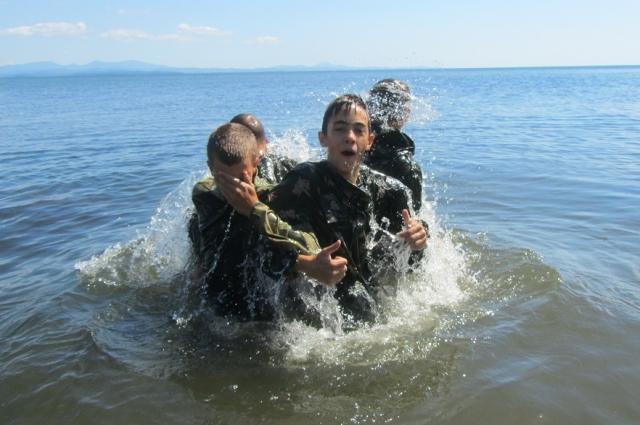 Тренировки на воде и здоровью помогают, и ответственности учат.