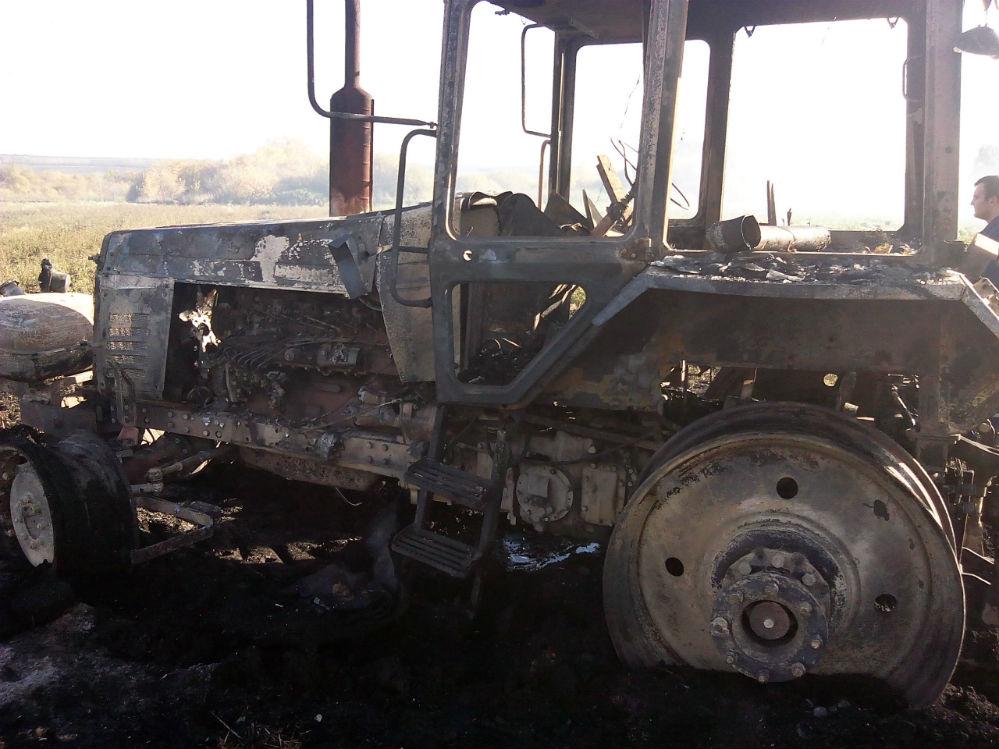 Машина полностью уничтожена огнём.