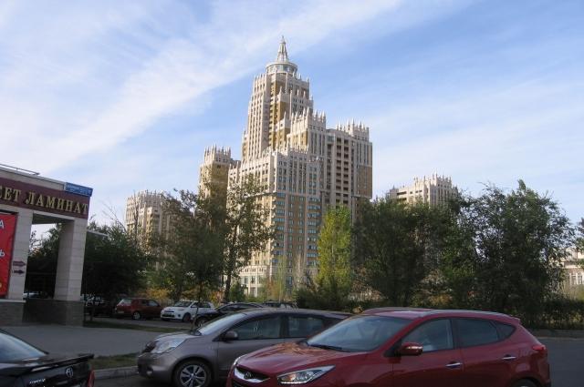 . Есть здания, построенные в стиле знаменитых «сталинских высоток» в Москве.