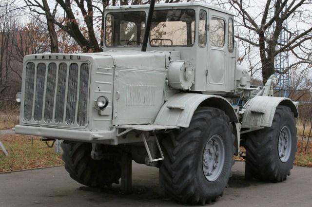 Трактор много лет поработал на благо страны.