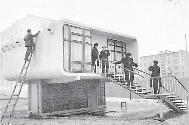 Ленинградского «индивидуалиста» давно снесли. Кстати, его возвели в первую очередь для проверки пластмассы как стройматериала.