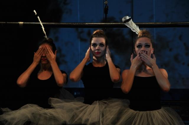 Проститутку Розу играют сразу три актрисы.