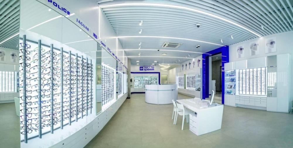 В новом салоне собрали свыше 100 коллекций оптики – в общей сложности более трёх тысяч оправ.