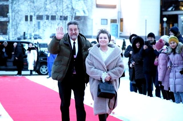 Леонид Ярмольник с женой Оксаной на красной дорожке кинофестиваля