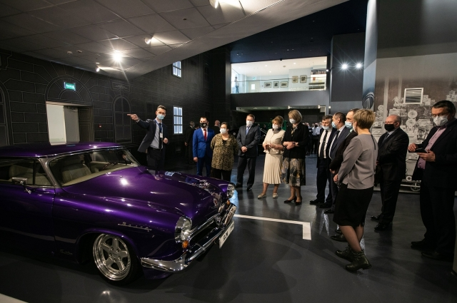 Одними из самых интересных экспонатов стали ретро-автомобили, которые коллекционировал Черномырдин.