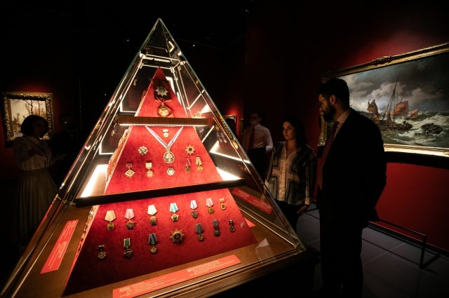 В экспозиции музея награды и благодарности,которые Виктор Степанович получил за свою политическую карьеру.