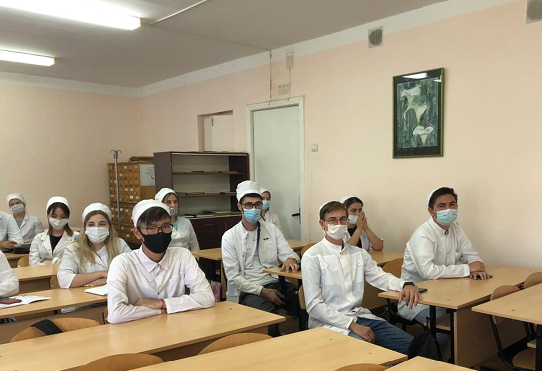 студенты АГМУ