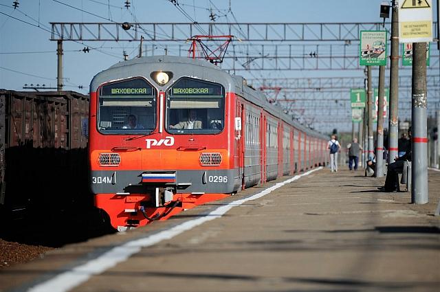 Можно добраться до Украины на поезде.