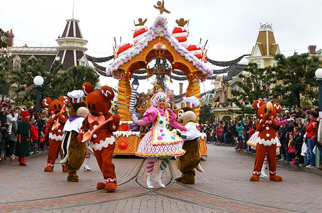 Рождественский парад в парижском Диснейленде