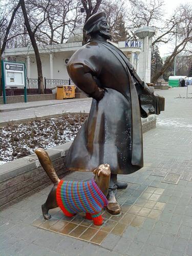 По мнению многих интернет-пользователей, свитер коту очень идет.