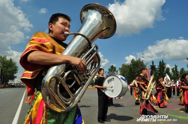 На фестиваль съехались артисты со всей страны.