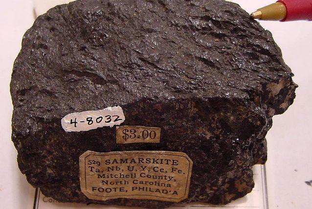 Самарскит — минерал класса окислов.