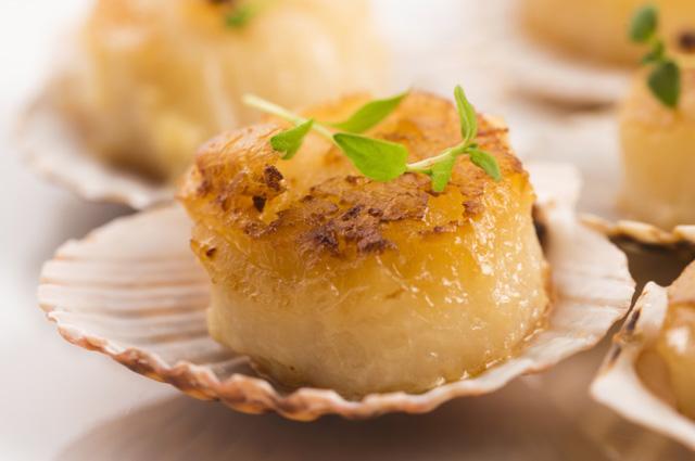 Морские гребешки с ананасовым соусом