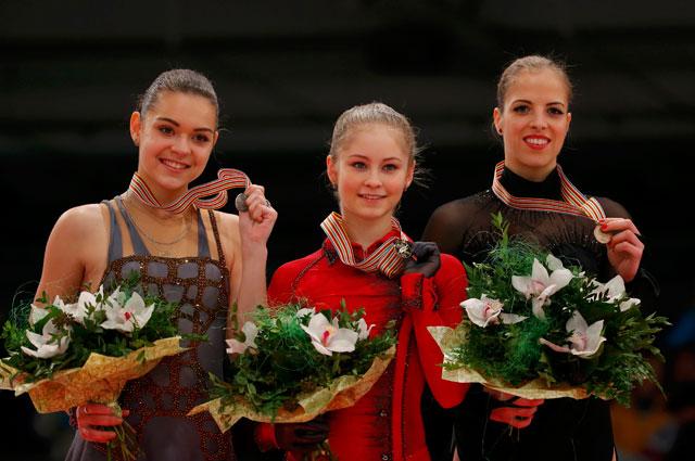 Серебро и золото чемпионата Европы 2014 года по фигурному катанию в одиночном разряде достались Аделине Сотниковой и Юлии Липницкой соответственно. Каролина Костнер просто постояла в сторонке