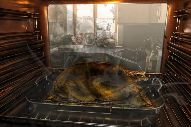 В духовом шкафу или аэрогриле готовите, температура не должна быть очень высокой.