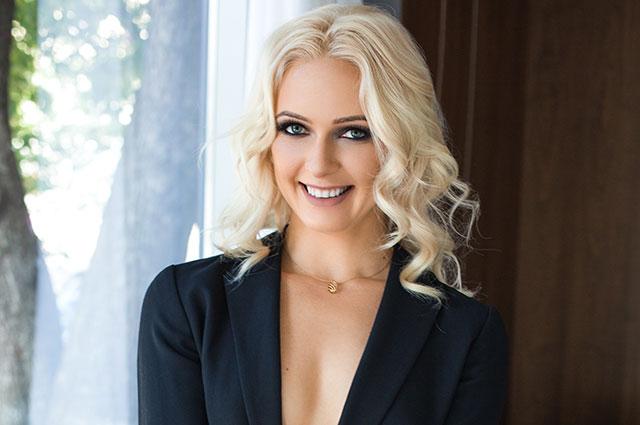 Анна Делоc.