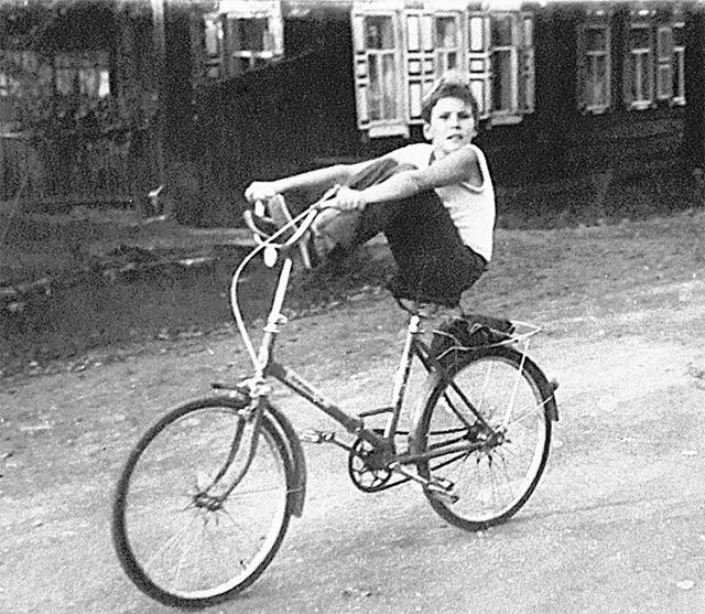 В своём иркутском дворе Денис был одним из заводил.