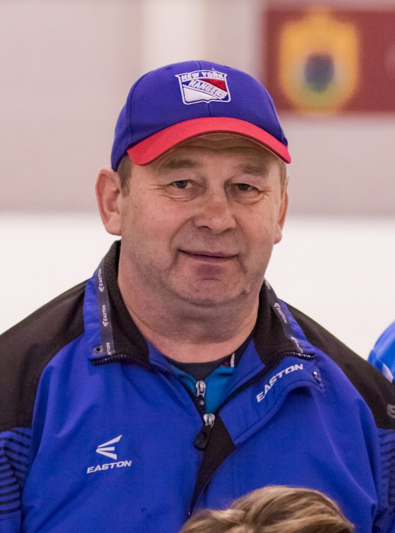 Виктор Максимов