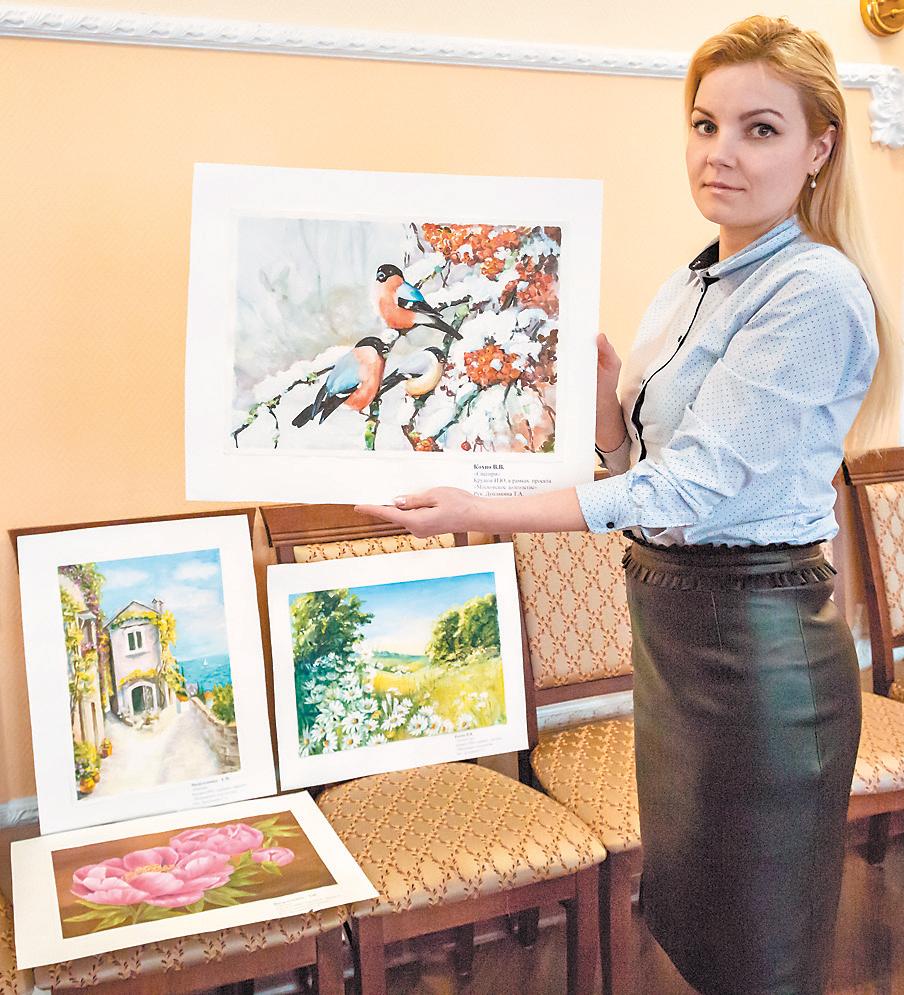 Творческие работы участников проекта «Московское долголетие» представили вкультурном центре района.