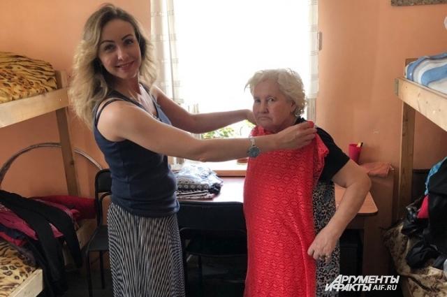 Бабе Рае подарили красивые наряды. Она поехала в новое жилище с приданым.