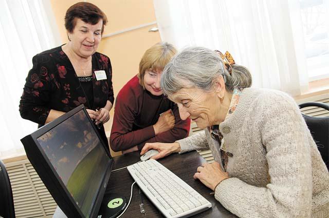 старики и компьютер, пенсионеры