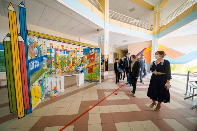 Наталья Комарова проверяет готовность образовательных учреждений к учебе